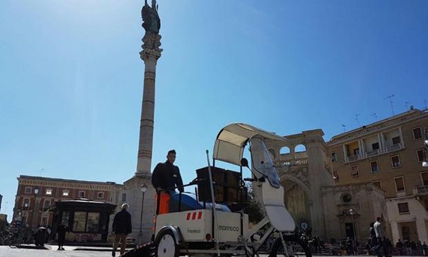 Addio scopa e carretto, a Lecce arrivano le mini spazzatrici per una pulizia green della città